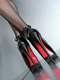 Extreme shoes - very high heels black