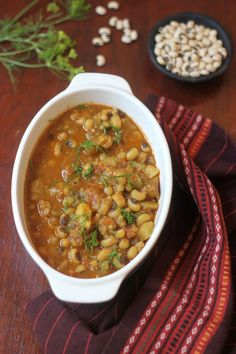 Thechwani is a rustic curry from Uttarakhand, made using smashed potatoes and/or radishes. Try out my version of potato-black eyed peas, prepared Thechwani style!