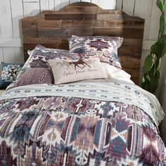 #southwestern #southwest #southwestpattern #westernbedrooms #westernbedroom #bedroommakeover #westernbedroommakeover #westernstyle #westernhomedecor #westernbedroomdecor #rodstruewestern #truewesternliving Western Quilts, Western Bedding, Farmhouse Master Bedroom, Western Homes, Quilt Sets, My Room, Diy Furniture, Westerns, Shabby Chic