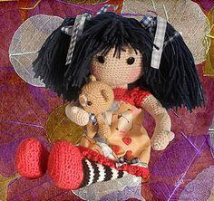 Patrón tutorial para tejer, paso a paso, una Muñeca Gorjuss y su Osito de juguete. Regalo de Reyes ideal para niñas, desde la primera a la tercera edad. ♡