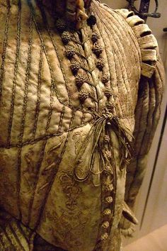 Fencing Doublet featuring a protruding peascod waist Western European about 1580 CE Leather silk linen cotton 16th Century Clothing, 16th Century Fashion, 17th Century, Clothing And Textile, Antique Clothing, Male Clothing, Historical Costume, Historical Clothing, Mens Garb
