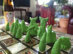 ▼▼▴▾▴▲▴▾▴▼▼ Zwergenschach  diy polimer clay chess figures Chess, Clay, Gingham, Clays, Sculpture Clay