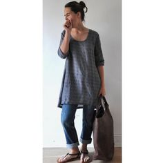 love the linen tunic and jeans, no big bag. Look Fashion, Fashion Outfits, Womens Fashion, Gothic Fashion, Mode Style, Style Me, Cool Outfits, Casual Outfits, Estilo Jeans