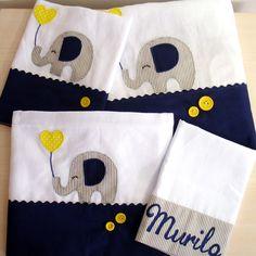 Kit fraldas personalizadas de acordo com o tema escolhido pelo cliente. Contém: 1 FRALDA GRANDE TAM: 70X70 CM 2 FRALDINHAS DE BOCA TAM: 35X35 CM CADA 1 ENXUGADOR COM CAPUZ TAM: 70 X 1,10 CM TECIDOS 100% ALGODÃO FRALDA LUXO INCONFRAL Machine Embroidery Patterns, Applique Patterns, Applique Designs, Little Baby Girl, Little Babies, Baby Sheets, Baby Presents, Baby Coat, Cross Stitch Baby