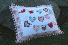 string of hearts pillow!! | Flickr – Compartilhamento de fotos!