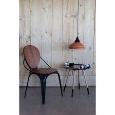 """Der Beistelltisch """"Two Tone"""" ist eine stilsichere Ergänzung für Ihre Wohnungseinrichtung. Aus teilmassiver Linde und Kautschukholz gefertigt, wurden Tischplatte und Füße mit einem Mattlack in freundlichem Weiß überzogen.  Auf der ebenfalls runden Tischplatte mit einem Durchmesser von ca. 48 cm platzieren Sie eine hübsche Grünpflanze, Ihre Telefonstation oder Dekoideen wie etwa Bilderrahmen. Dieser Tisch möbelt Ihr Wohnzimmer auf!"""