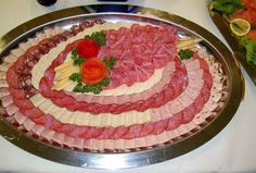 15 inspirations for paneled ham, salami and cheese dishes - Wurst Party Platters, Party Buffet, Food Platters, Cheese Dishes, Cheese Platters, Salami And Cheese, Torte Recipe, Meat Platter, Fruit And Vegetable Carving