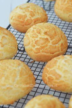 How to Dutch crust on bread Dutch Recipes, Bread Recipes, Baking Recipes, German Recipes, Bread Bun, Bread Cake, Bread Rolls, Typical Dutch Food, Cooking Bread