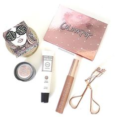 STILL HERE   Ive been a bit absent for a few days - totally unintentional  How is it that I always seem so busy but also never seem to do anything?  Just me?  Its Valentines Day tomorrow so here are some pretty romantic bits and bobs to create a soft natural glam look - perfect for date night!       #makeupinspo #beautycommunity #makeupcollection #flatlayforever #instabeautyau #bbloggersaus #modernmakeup #makeuptips #ausbeautybabes #makeupobsession #slave2makeup #beautyinfluencer…