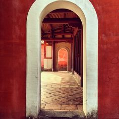 Through a gateway and will see another one. Without any door with it, but still can divide into several room or space. Locate in the mainly center, it's very clear that it is family's living room.   #confucius #tainan #taiwan #traditional #classical #sunlight #cool #building #red #white #gateway #door