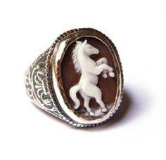 lovely horse ring