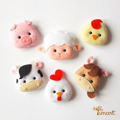 "Sue - pic for inspiration - FieltroFieltro Super cute items under""more like this""(Are these magnets? Felt Diy, Handmade Felt, Sewing Crafts, Sewing Projects, Felt Keychain, Felt Crafts Patterns, Felt Fabric, Felt Dolls, Felt Ornaments"