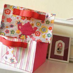 Et voilà une jolie série de paniers à jouets pour garçon et fille … maintenant plus d'excuse, il faut ranger ! Un cadeau utile, pratique et pédagogique à faire à vos enfants ;-) A bient…