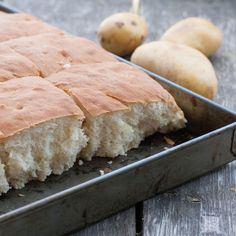 Potatisbröd i långpanna Cornbread, Food And Drink, Cheese, Ethnic Recipes, Diy, Millet Bread, Bricolage, Do It Yourself, Homemade