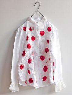 特集 「しょうぶ学園ヌイ(nui)プロジェクトのシャツ展」へのお誘い|イオグラフィック Textiles, Fashion Art, Fashion Outfits, Fashion Design, Cool Style, My Style, Embroidered Clothes, Basic Outfits, Diy Embroidery