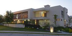 Fachada Principal Casa GL : Casas modernas de VICTORIA PLASENCIA INTERIORISMO