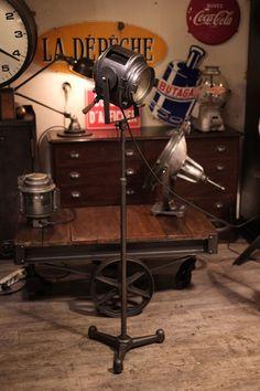 projecteur crémer ancien deco loft mobilier industriel de renaud Jaylac