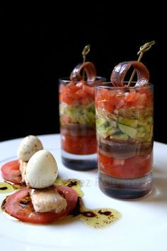 ¡¡Oído cocina!!: Vasitos de ensalada de aguacate con anchoa a la vinagreta de Módena Spanish Dishes, Spanish Tapas, Tasty Bites, Brunch, Mini Foods, Appetisers, Yummy Drinks, Food And Drink, Cooking Recipes