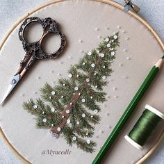 157 days left until Christmas🎅🏻 . Embroidery Hoop Crafts, Christmas Embroidery Patterns, Basic Embroidery Stitches, Creative Embroidery, Silk Ribbon Embroidery, Hand Embroidery Patterns, Embroidery Techniques, Cross Stitch Embroidery, Christmas Crafts