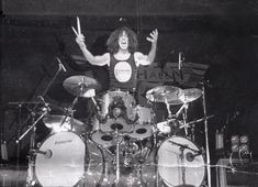 80s Music, Good Music, Alex Van Halen, Vintage Vans, Cool Bands, Rock And Roll, Drums, Concert, Rock Stars