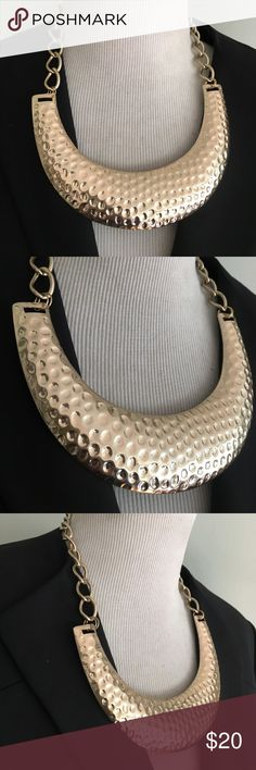 OVERSIZE CHOCKER Beautiful necklace in great shape Jewelry Necklaces