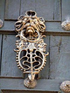 TRUCADORS/PICAPORTES Cool Doors, Unique Doors, Door Pull Handles, Knobs And Handles, Gate Hinges, Make A Door, Door Knobs And Knockers, Door Detail, Door Accessories
