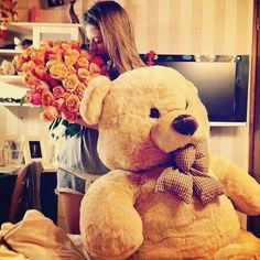 I love you when you visit me to my house and be different like bringing a bunch of flowers and huge teddy bear. Huge Teddy Bears, Giant Teddy Bear, Teady Bear, Girls World, Girls Life, Girls Dream, Cute Couples, Valentines, Relationship Goals