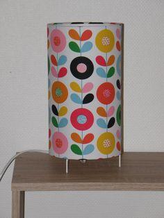 RESERVEE CECILE:Lampe à poser tissu fleurs multicolores sur fond blanc : Luminaires par anne-claude-c