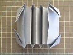 I spent a hot weekend here in San Diego trying to figure out how to fold an expandable file book based on Hedi Kyle& Blizzard Fold . 3d Paper Art, Paper Book, Diy Paper, Paper Crafts, Diy Projects With Books, Book Crafts, Diy And Crafts, Book Folding, Paper Folding
