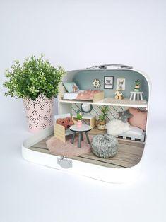 Cardboard Dollhouse, Miniature Dollhouse Furniture, Miniature Rooms, Dollhouse Miniatures, Big Doll House, Doll House Plans, Barbie Doll House, Mini Mundo, Doll Furniture