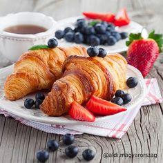 Kövess minket az Instagramon is. @aldi.magyarorszag Croissant, Pancakes, Brunch, Dairy, Cheese, Breakfast, Food, Morning Coffee, Essen