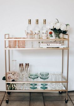 Tips for designing your Spring Bar Cart + 5 simple and refreshing cocktails . - Tips for designing your Spring Bar Cart + 5 simple and refreshing cocktail recipes … # cocktail r - Bar Cart Decor, Bar Cart Styling, Ikea Bar Cart, Diy Bar Cart, Home Design Decor, Diy Home Decor, House Design, Interior Design, Bathroom Organization