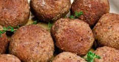 Echte Limburgse gehaktballen met mosterdmayonaise: Limmmmburgs lekker! Je eet ze met verse frietjes. Maar ze zijn ook heerlijk als beleg op een feestelijk boterham.