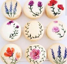 Delightful macaroons individualy hand decorated with brilliant flowers. Cute Desserts, Wedding Desserts, Delicious Desserts, Dessert Recipes, Wedding Themes, Wedding Cakes, Macaron Cookies, Sugar Cookies, Macaroon Recipes