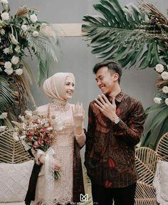 Please visit our website for Kebaya Wedding, Muslim Wedding Dresses, Wedding Hijab, Hijab Bride, Wedding Photography Poses, Wedding Poses, Wedding Couples, Kebaya Hijab, Muslimah Wedding