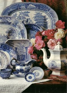 Asheville, North Carolina interior designer Kathryn Greeley displays antique blue and white porcelain collections in interesting vignettes. Chinoiserie, Blue Dishes, White Dishes, Blue And White China, Love Blue, Delft, Vibeke Design, Himmelblau, Kintsugi