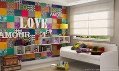 Parede com patchwork, letras em MDF e nichos
