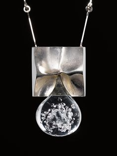 Scandinavian ARCHIVE{design: objects·furniture·decor}-BJÖRN WECKSTRÖM, Pisaranmuoto (Big Drop) necklace, Mould-cast precious metal (sterling silver) and acrylic. Metal Clay Jewelry, Pendant Jewelry, Jewelry Art, Antique Jewelry, Vintage Jewelry, High Jewelry, Contemporary Jewellery, Modern Jewelry, Jewelry Trends 2018