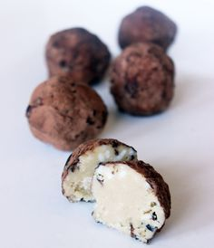 Halloween can be a tough time if you've transitioned to a Paleo program or clean-eating lifestyle, but the occasional indulgence is an absolute necessity. So when you decide to treat yourself, it's best if it can be natural and home-made like these Paleo Truffles