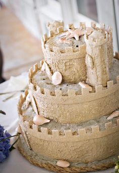 A fun Beach Wedding Cake...I would love this for my anniversary someday