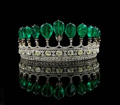 This highly important and rare tiara is composed of 11 Colombian emerald pear-shaped drops which total more than 500 carats. The tiara was commissioned circa and was formerly in the collection of Princess Katharina Henckel von Donnersmarck. Royal Crowns, Royal Tiaras, Tiaras And Crowns, Royal Jewelry, Emerald Jewelry, Fine Jewelry, Jewelry Sets, Diamond Tiara, Emerald Diamond