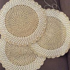 Boa tarde!!! Mais sousplats pra vcs#arteemlinha #sousplats #crochet #crocheting #artesanato #jogoamericano #instagram #perolas