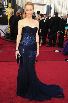 Leslie Mann in Roberto Cavalli - LOVE the shade of midnight blue, the suggestion of sequins and the hip-sweep sash. Gorgeous.