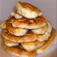 Recipe for piroshki! YELLOW BATTER with juicy minced meat filling! - piroschki - Recipe for piroshki! YELLOW BATTER with juicy minced meat filling! Authentic Mexican Recipes, Fish Recipes, Meat Recipes, Mexican Food Recipes, Meatball Recipes, Easy Smoothie Recipes, Easy Smoothies, Cheese Pierogi Recipe, Russian Recipes