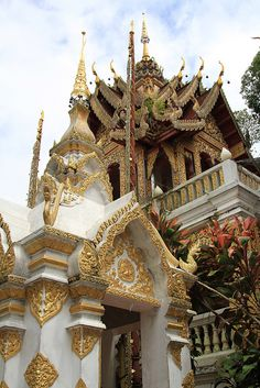 Buddhist temple - Doi Suthep, Chaing Mai, Thailand by SWID3RSKI, via Flickr