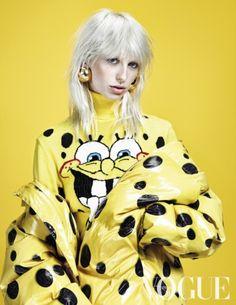 Vogue Oktober 2014: Who's Afraid of Red, Yellow and Blue? Photographer: Marc de Groot, Styling: Jos van Heel.