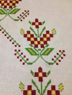 This Pin was discovered by Ayl Bargello, Embroidery Stitches, Diy And Crafts, Needlepoint, Cross Stitch, Knitting, Creative, Cross Stitch Alphabet, Cross Stitch Embroidery