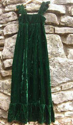 Velvet❊**Winter Blessings**❊ ~ ❤✿❤ ♫ ♥ X ღɱɧღ ❤ ~ Wed Dec 20142014 Vintage Outfits, Vintage Fashion, Bohemian Style, Boho, Creation Couture, Velvet Fashion, Hippie Outfits, Green Velvet, Crushed Velvet