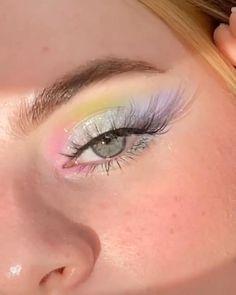 Artist @glowbysoph   HERE WE HAVE A LOT OF INSPIRATION FOR YOU. CLICK ON THE LINK AND ENJOY THE PRODUCTS. . AQUI NÓS TEMOS MUITA INSPIRAÇÃO PARA VOCÊ. CLICA NO LINK E APROVEITA OS PRODUTINHOS. Edgy Makeup, Makeup Eye Looks, Eye Makeup Art, Colorful Eye Makeup, Cute Makeup, Pretty Makeup, Skin Makeup, Fairy Eye Makeup, Weird Makeup