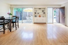 Condo/Townhome Property For Sale with 2 Beds & 2 Baths in Los Angeles, CA (91406)